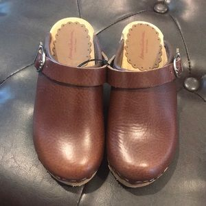 NWOT. Hanna Anderson clogs. Size 30 (12).